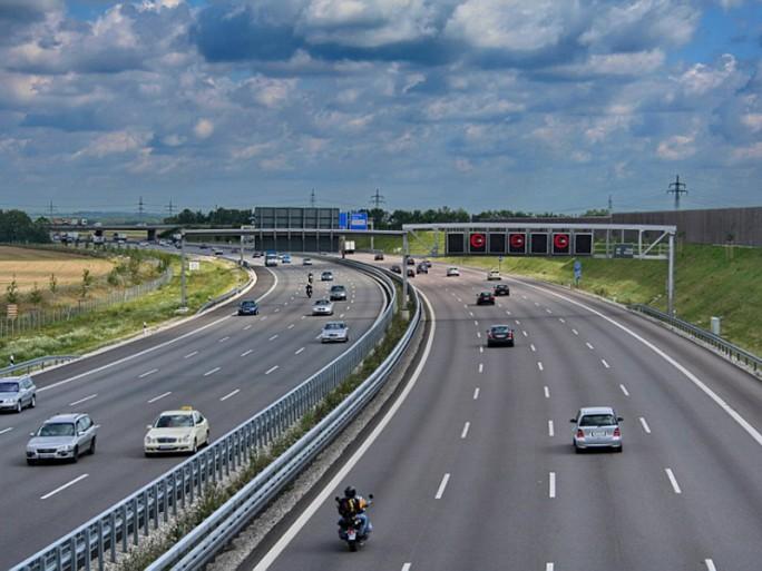 """Auf der Autobahn A9 testen Bosch, Vodafone und Huawei zum ersten Mal LTE V2X für die Kommunikation von Fahrzeugen. (Bild: <a href=""""https://commons.wikimedia.org/w/index.php?curid=4591786"""" target=""""_extern"""">RI91 Wikipedia</a>)"""