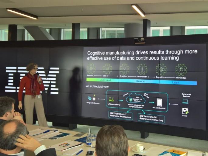 IBM-CTO Andrea Martin erklärt den Prozess der kognitiven Produktion (Bild: Ariane Rüdiger)