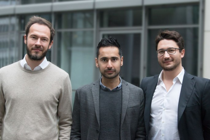 absence.io-Gründer Nikbin Rohany zwischen Philip Magoulas (links) und Alexander Henn (rechts), den beiden Gründern von Shore (Bild: Shore)