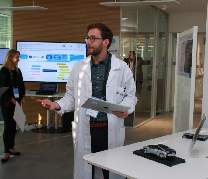 Im Watson IoT-Center entwickelt IBM unter anderem Lösungen für die Automobilindustrie. (Bild: Martin Schindler)