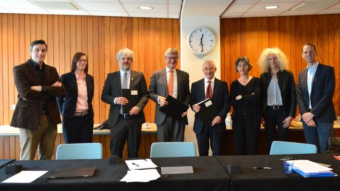 TU Delft, die Forschungseinrichtung Jülich sowie die RWTH Aachen beschließen die Kooperationsvereinbarung in den Quantenwissenschaften. (Bild: TU Delft)