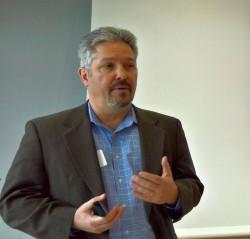 """""""Ein Jahr früher als geplant positives Betriebsergebnis"""", verspricht Shaun Connolly, Chief Strategy Officer bei Hortonworks . Bild_ Rüdiger)"""