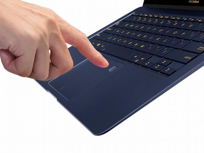Beim ZenBook 3 Deluxe (UX490) ist dr Fingerabdruckscanner ins Touchpad integriert (Bild: Asus)