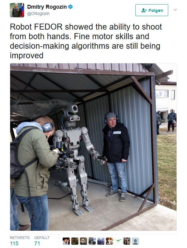 Der russische Ministerpräsident Dmitri Olegowitsch Rogosin präsentierte im April den waffentragenden Roboter FEDOR (Screenshot: silicon.de bei Twitter
