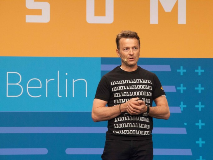 Klaus Bürg, Geschäftsführer Amazon Web Services Germany GmbH, bei seinem Vortrag auf dem AWS Summit diese Woche in Berlin (Bild: AWS)