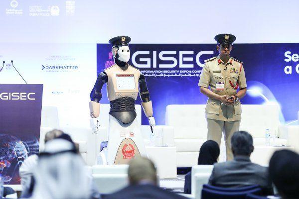 Roboterpolizisten bei der Polizei Dubai (Bild: Dubai Media Office)