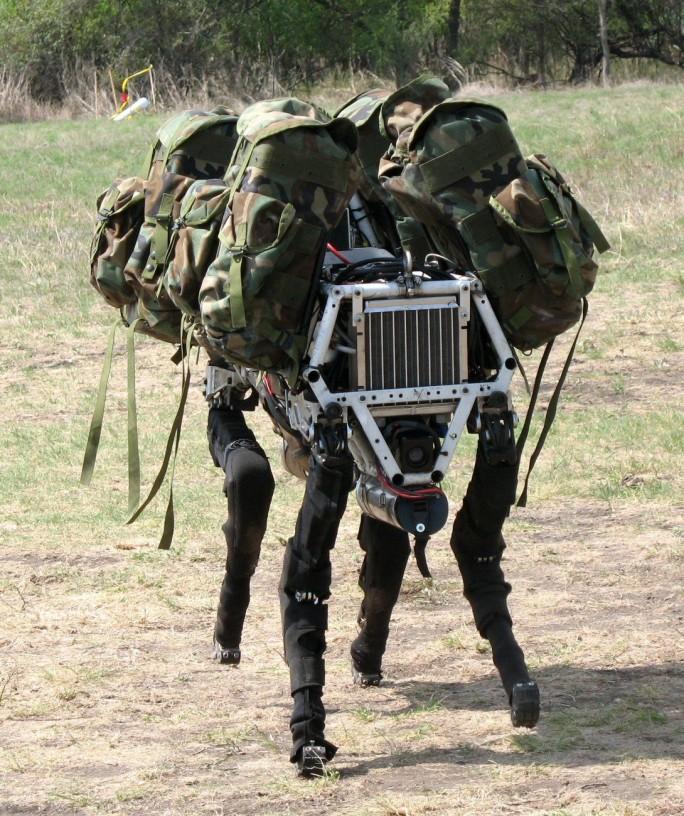 Boston Dynamics arbeitet auch eng mit dem US-Militär zusammen, etwa bei der Entwicklung des vierbeinigen Roboter-Modells Big Dog (Bild: Boston Dynamics)