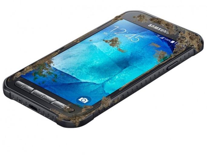 """Samsung bietet neben einigen speziellen Outdoor-Modellen wie dem Galaxy X cover 3 schon seit über zwei Jahren auch """"gewöhnliche"""", wasserdichte Smartphones an. (Bild: Samsung)."""
