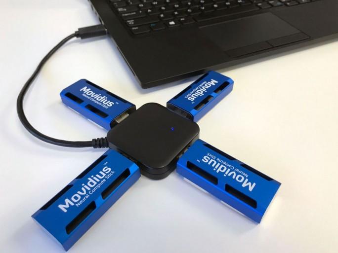 Der Movidius Neural Compute Stick soll künstliche Intellignz an einer breiten Palette von Host-Geräten ermöglichen (Bild: Intel)