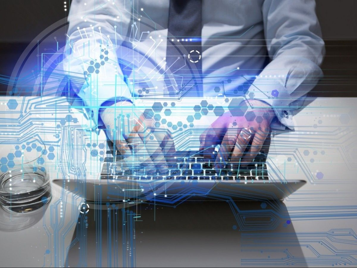 Digitaler Arbeitsplatz (Grafik: Shutterstock)