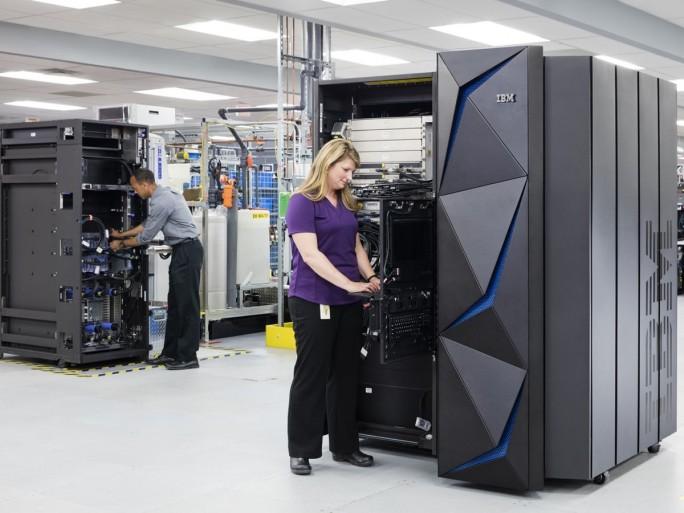 Die 14. Generation des IBM-z-Systems soll mehr als zwölf Milliarden verschlüsselte Transaktionen pro Tag durchführen können. (Bild: IBM)