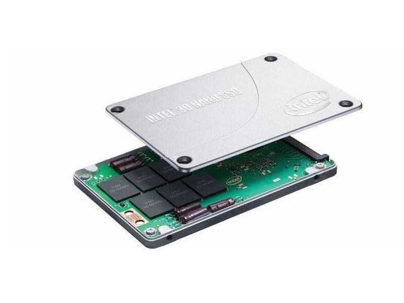 Intel will mit dem Ruler-Formfaktor traditionelle 2,5-Zoll- und 3,5-Zoll-Festplatten sowie Add-in-Karten in Rechenzentren ablösen. (Bild: Intel)