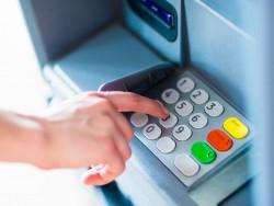Geldautomat (Bild: Shutterstock/PKpix)