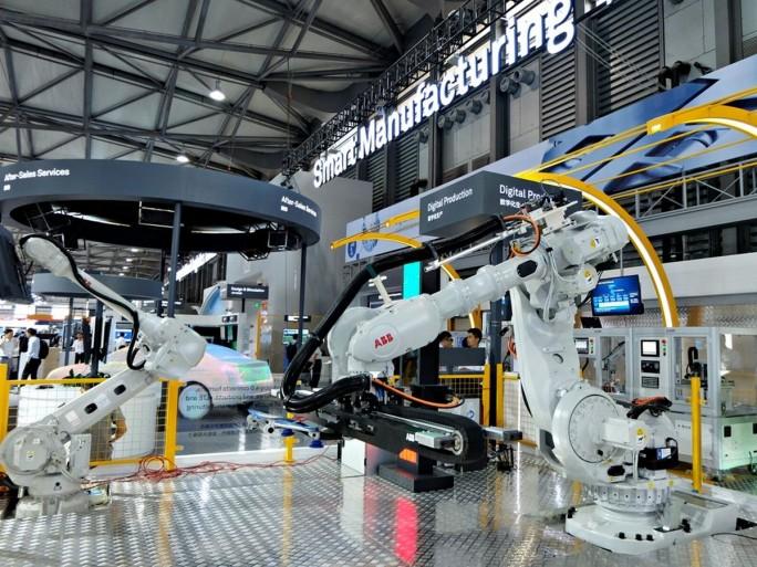 ABB verleiht seinen Industrierobotern wie auch industriellen Automatisierungslösungen Konnektivität mithilfe der LTE-basierten OneAir-Technologie von Huawei. (Bild: Stefan Girschner)