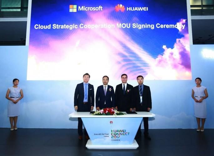 Huawei und Microsoft unterzeichneten auf der Connect eine Vereinbarung, die die Bereitstellung von Microsoft-Anwendungen auf der Public-Cloud-Plattform von Huawei vorsieht. (Bild: Huawei)