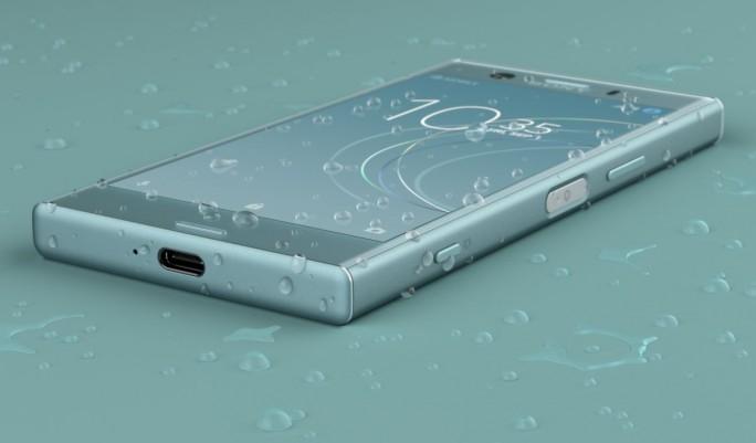 Sowohl das Sony Xperia XZ1 als auch das kleinere Xperia XZ1 Compact, dessen Gehäuse aus Aluminium und Kunststoff besteht, sind gegn das Eindringen von Staub und Wasser geschützt. (Bild: Sony)
