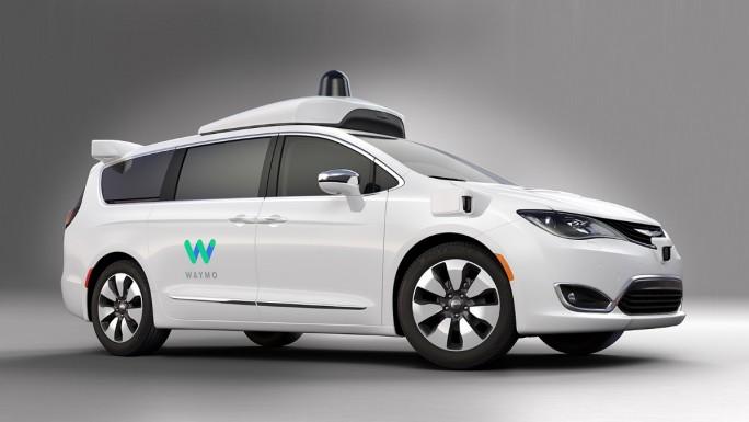 Waymo nutzt für die Entwicklung eines Systems für autonmes Fahren einen Chrysler Pacifica Minivan. Künftig wollen die Alphatbet-Tochter und Intel weitere Funktionen für das autonome Fahren auf Chip-Ebene umsetzen. (Bild: Waymo)
