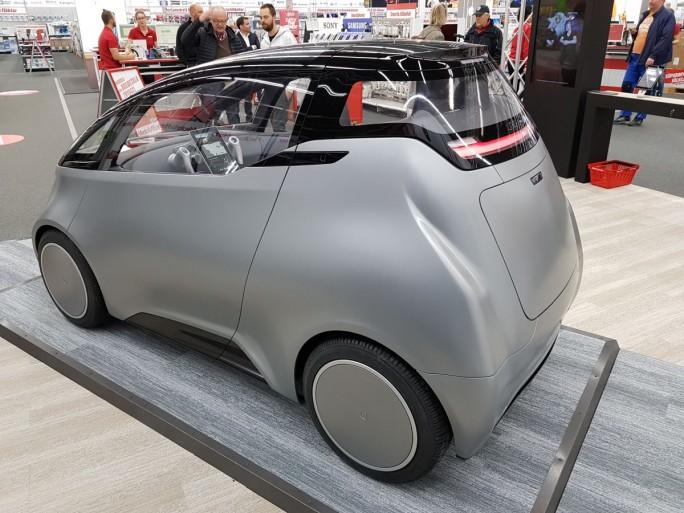 Das Auto orientiert sich bei Design, Antrieb, Konnektivität und Vertrieb an der Idee und den Konzepten von Smartphones. (Bild: Christian Raum)