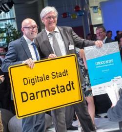 """Im Sommer 2017 hat Darmstadt den vom Bitkom in Zusammenarbeit mit dem Deutschen Städte- und Gemeindebund (DStGB) initiierten  Wettbewerb """"Digitale Stadt"""" gewonnen. 2018 soll dann der Ausbau zur Modellstadt beginnen (Bild: Bitkom)"""
