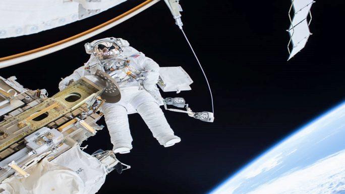 NASA Astronaut Tim Kopra auf seinem Raumspaziergang vom 21. Dezember. (Quelle: NASA)