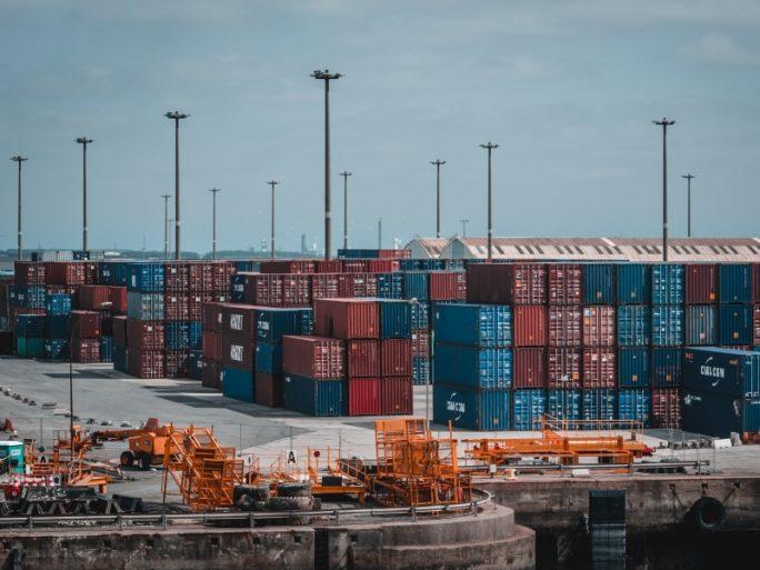 """Container sollen """"Lock-ins"""" vermeiden – aber können sie das? (Fotograf: Samuel Wölfl/Pexels)"""